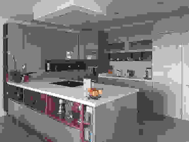Modern kitchen by Daniel architectes Modern