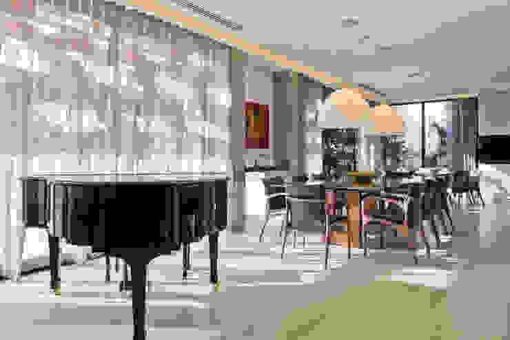 Sala de Jantar Salas de jantar modernas por Studio Leonardo Muller Moderno Madeira Efeito de madeira