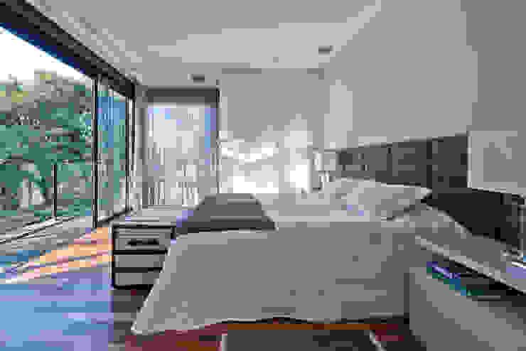 Suíte do Casal Quartos modernos por Studio Leonardo Muller Moderno