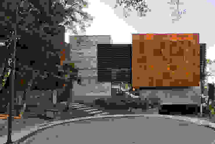 Fachada Frontal Casas modernas por Studio Leonardo Muller Moderno Concreto