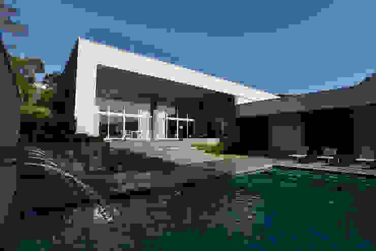 Fachada Studio Leonardo Muller Casas minimalistas Concreto