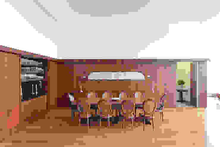 Sala de Jantar Studio Leonardo Muller Salas de jantar minimalistas Madeira Castanho