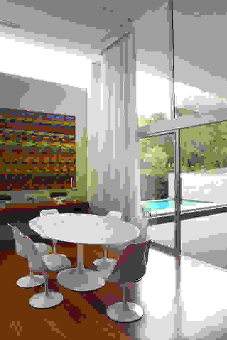 Living II Studio Leonardo Muller Salas de estar minimalistas