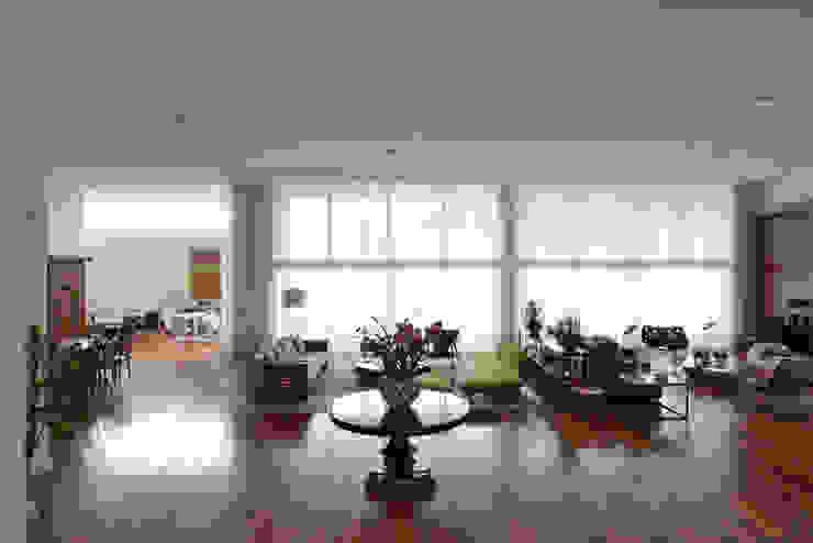 Salas Studio Leonardo Muller Salas de estar minimalistas