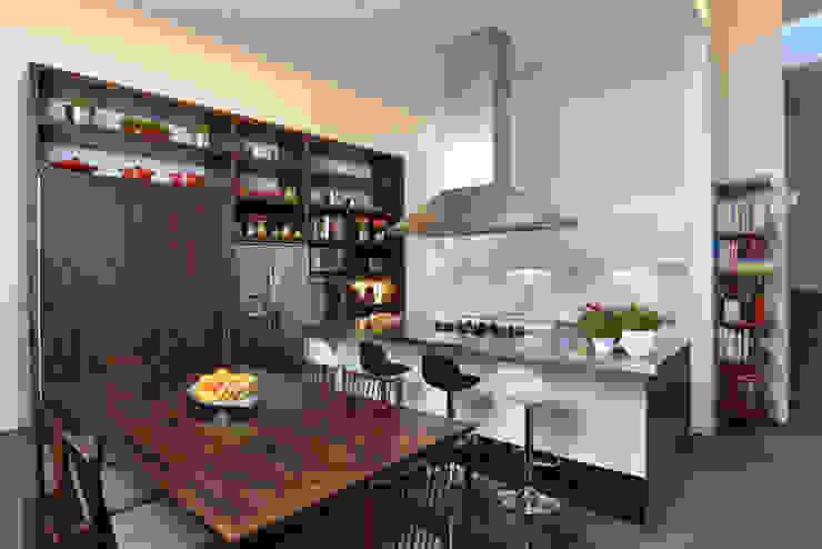 Cozinha Studio Leonardo Muller Cozinhas minimalistas Madeira Castanho