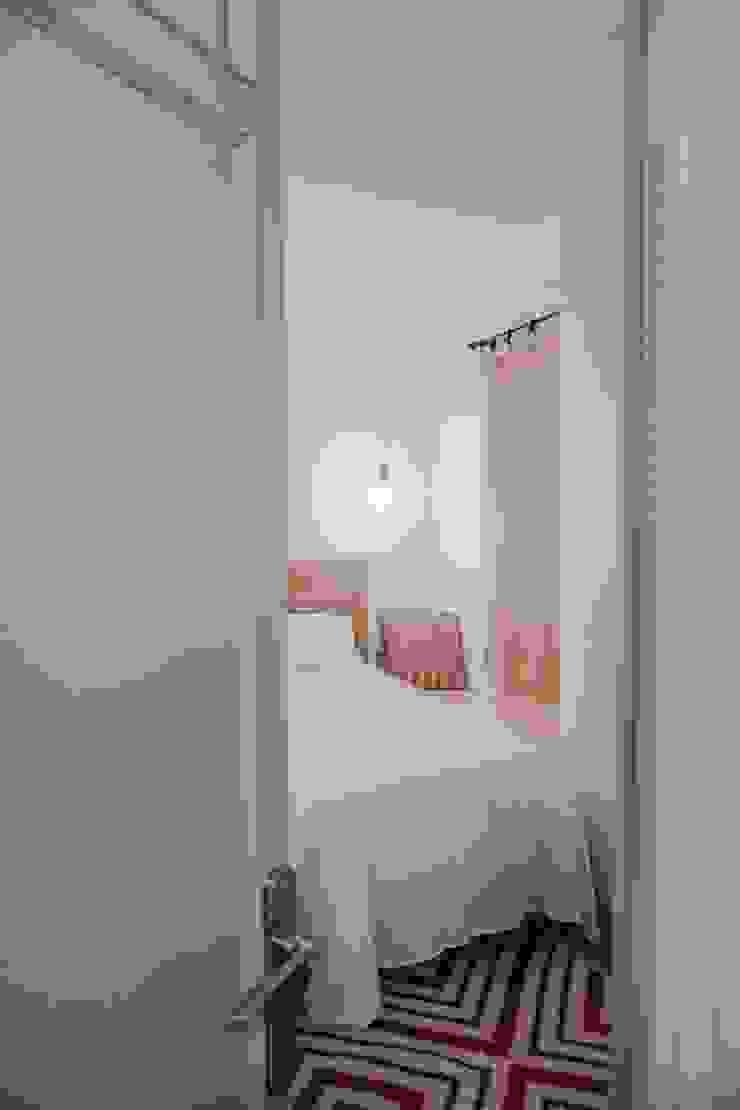 Napoles Bloomint design Dormitorios de estilo mediterráneo