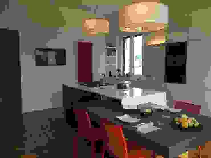 Cocinas de estilo minimalista de D3 Architetti Associati Minimalista