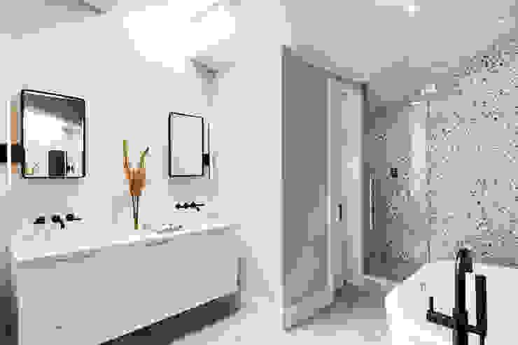 M Monroe Design Minimalist bathroom