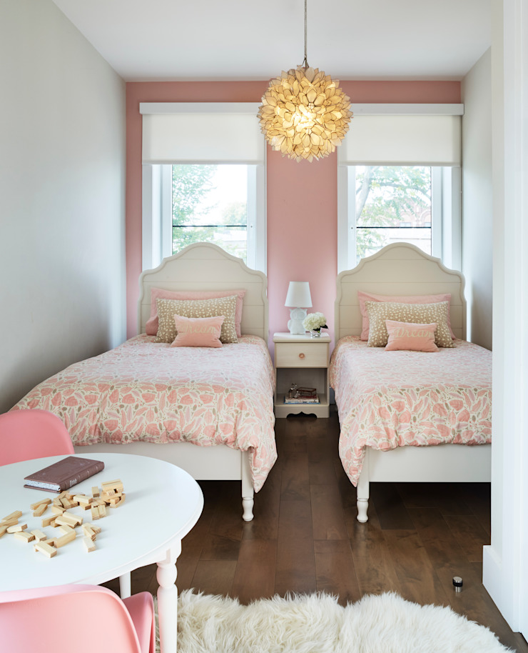 Chambre d'enfant classique par M Monroe Design Classique