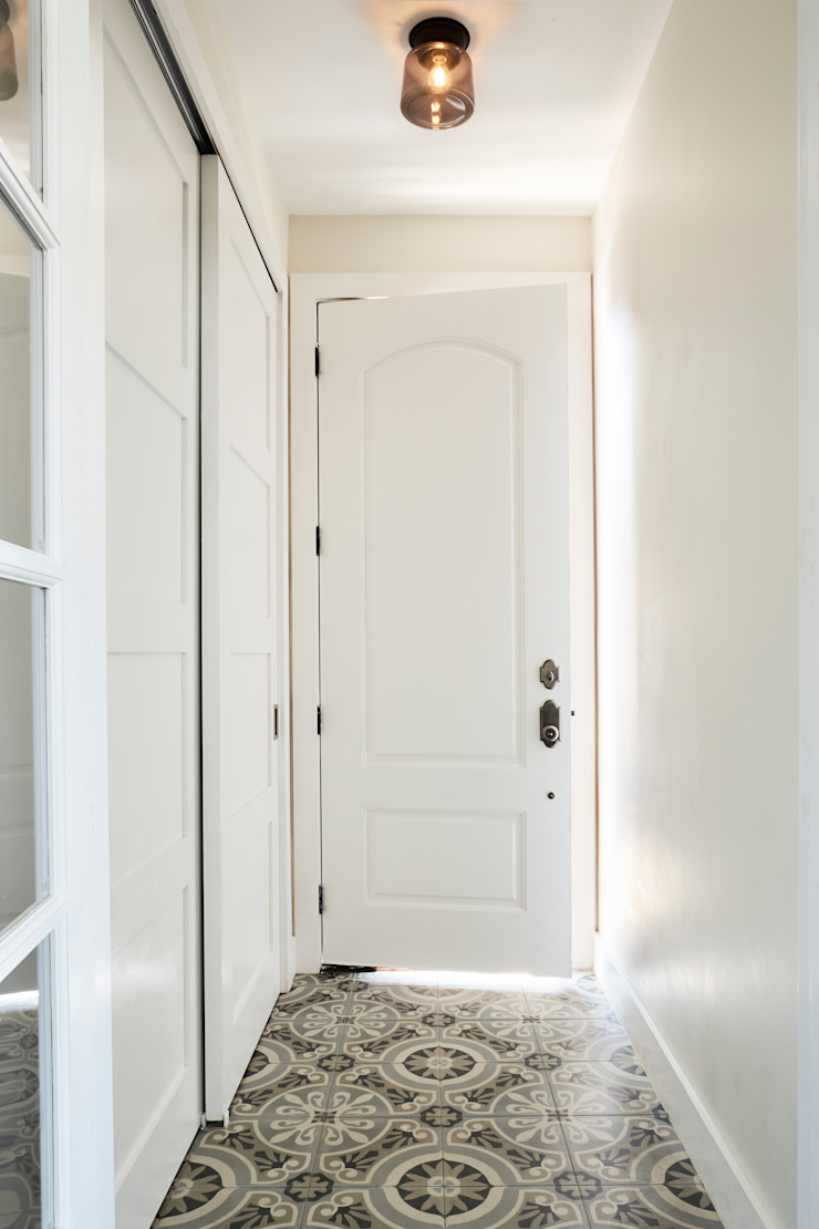 M Monroe Design Classic style corridor, hallway and stairs