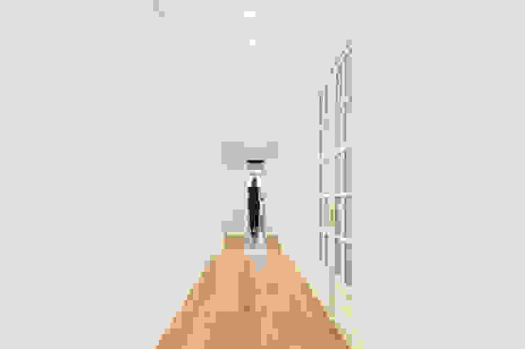 Corridor, hallway by homify, Minimalist