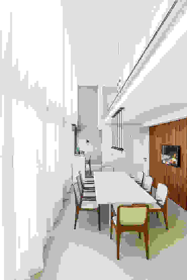Studio Leonardo Muller Sala da pranzo moderna Legno Bianco