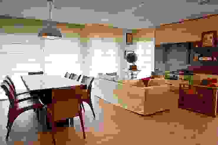 Studio Leonardo Muller Modern style media rooms