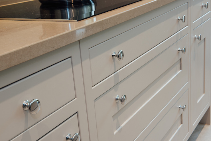 Mr & Mrs McD, Pyrford Classic style kitchen by Raycross Interiors Classic