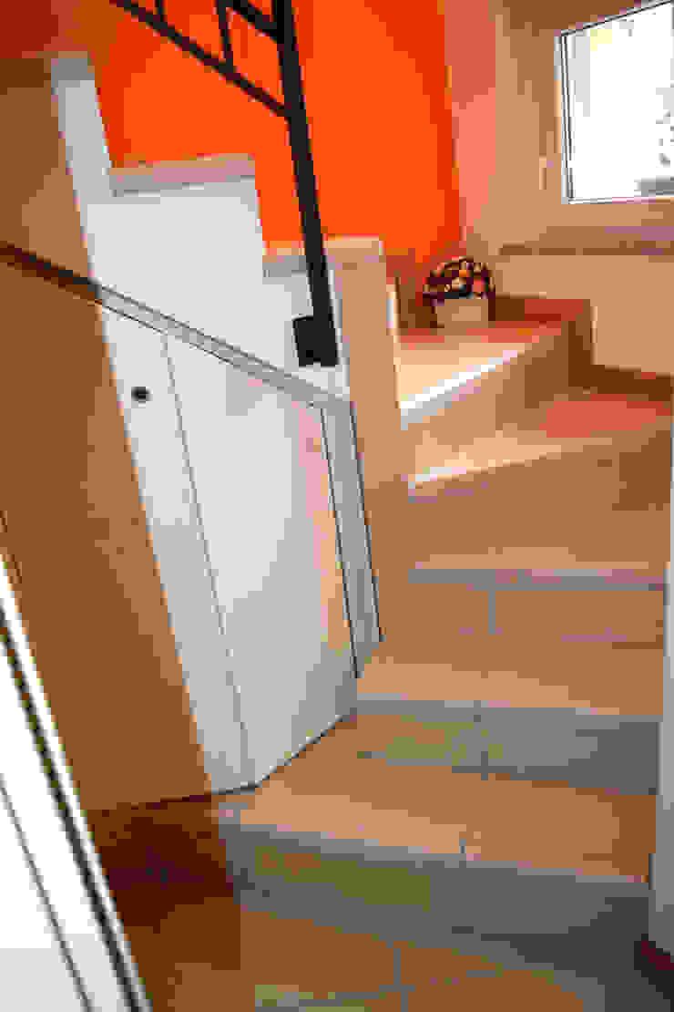 Fabio Ricchezza architetto Modern corridor, hallway & stairs