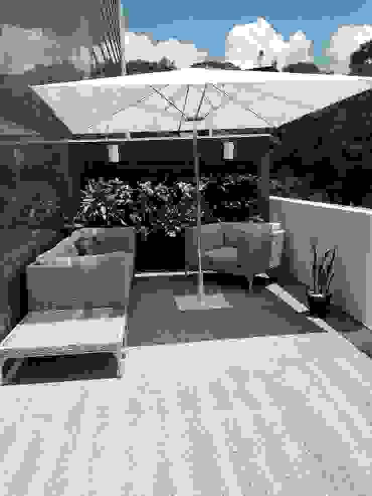 Proyecto Las Mercedes. THE muebles Balcones y terrazas de estilo moderno
