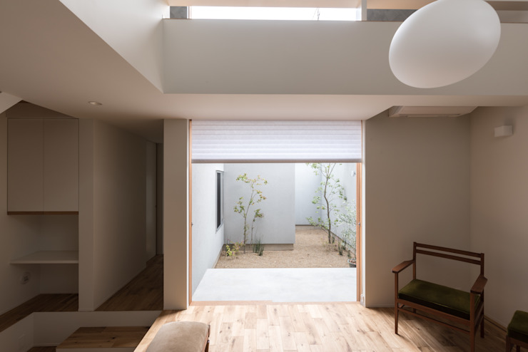Modern living room by 安江怜史建築設計事務所 Modern