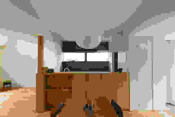 Modern dining room by 安江怜史建築設計事務所 Modern