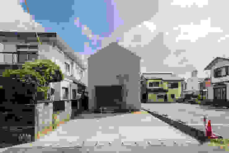 Modern houses by 安江怜史建築設計事務所 Modern