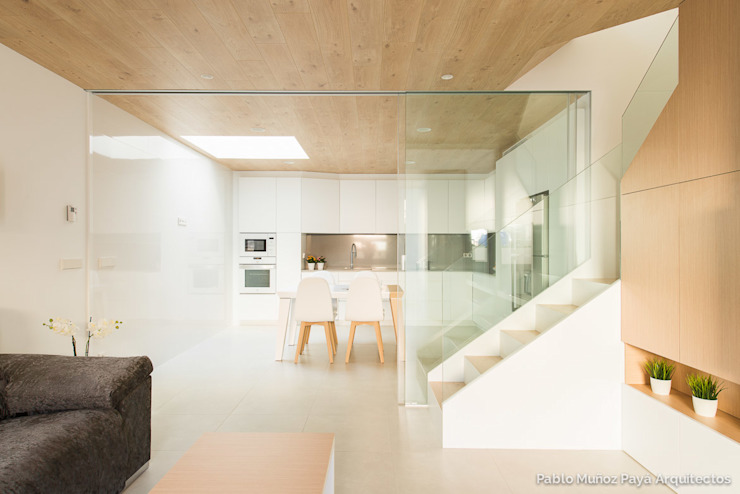 Refurbishment for Cristina & Juan Carlos Modern kitchen by Pablo Muñoz Payá Arquitectos Modern
