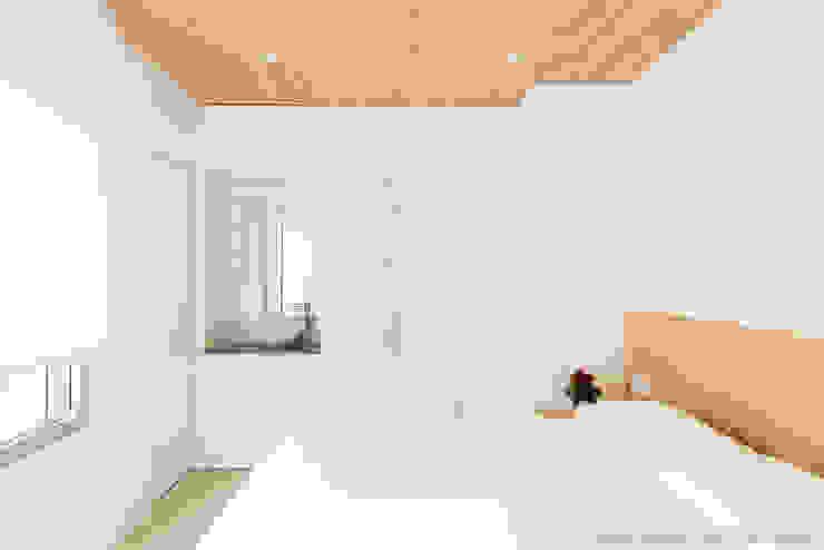 Refurbishment for Cristina & Juan Carlos Modern style bedroom by Pablo Muñoz Payá Arquitectos Modern