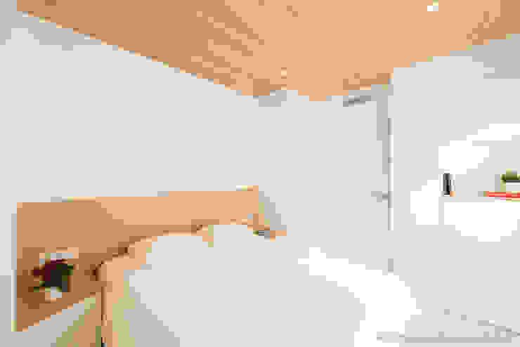 Refurbishment for Cristina & Juan Carlos Phòng ngủ phong cách hiện đại bởi Pablo Muñoz Payá Arquitectos Hiện đại