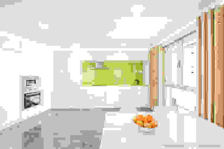 Refurbishment for Niko Pablo Muñoz Payá Arquitectos Minimalist kitchen