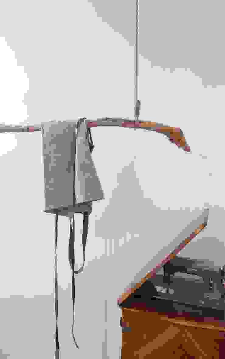 Napoles de Bloomint design Rústico Madera Acabado en madera