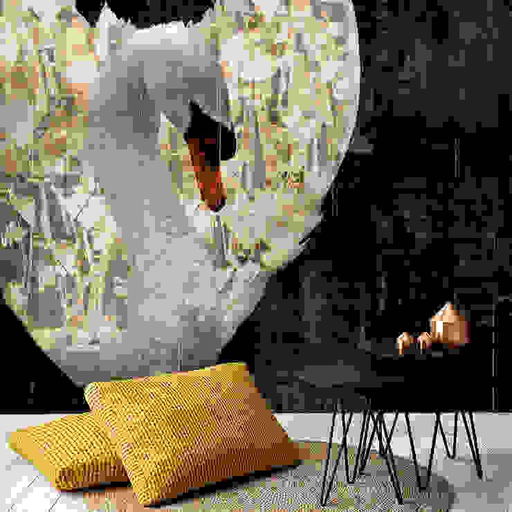 'Royal Wings' Wallpaper Klassieke muren & vloeren van La Aurelia Klassiek