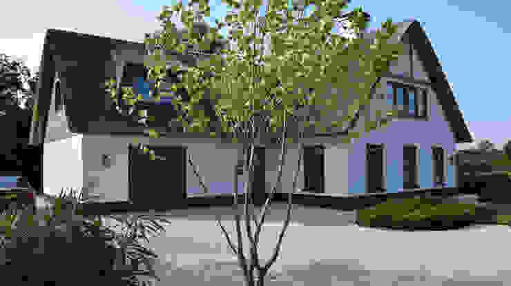 Classic style garden by KLAP tuin- en landschapsarchitectuur Classic