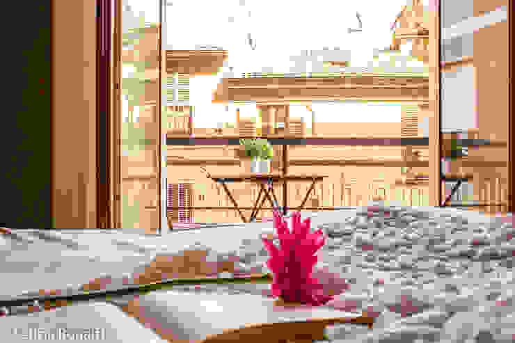 SUI TETTI DELLA CITTA' Letizia Bonatti home staging & design Camera da letto in stile classico