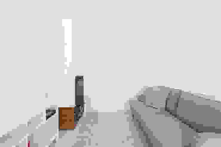 SH HOUSE Salas de estar escandinavas por PAULO MARTINS ARQ&DESIGN Escandinavo