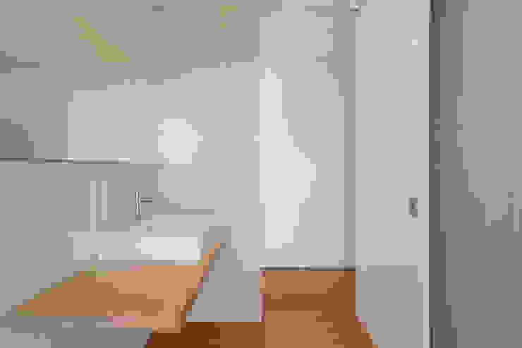 SH HOUSE PAULO MARTINS ARQ&DESIGN Casas de banho escandinavas