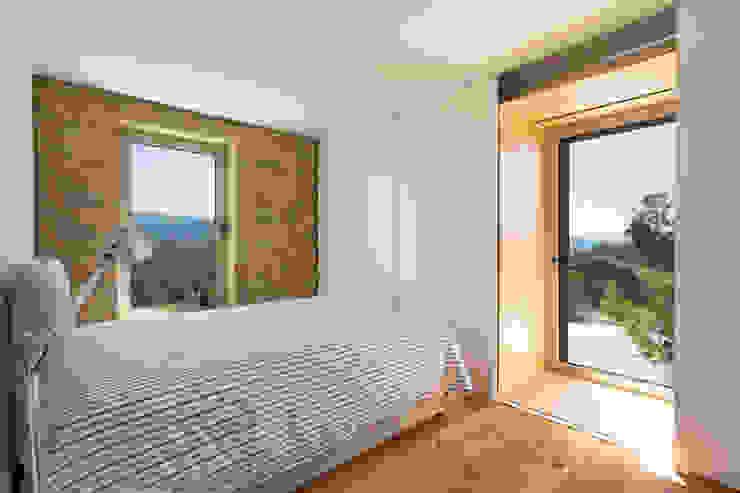 SH HOUSE PAULO MARTINS ARQ&DESIGN Quartos escandinavos
