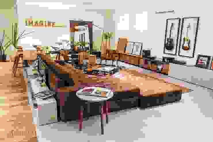 Espaço Convivência - Casa Cor Mato Grosso 2016: Salas de estar  por Marcus Leão Arquitetura