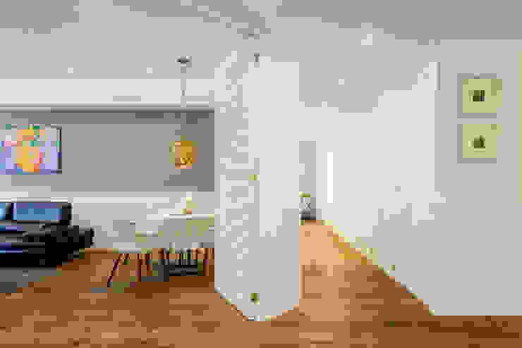 Couloir et hall d'entrée de style  par NIVEL TRES ARQUITECTURA, Scandinave