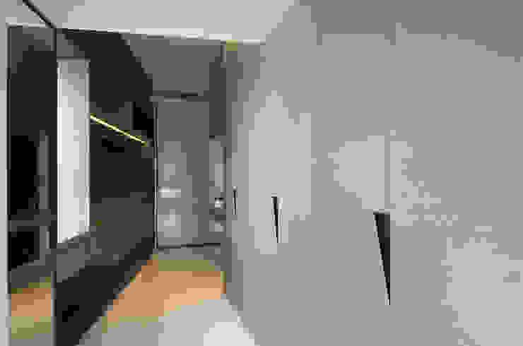 The New Quintessential Modern corridor, hallway & stairs by Taipei Base Design Center Modern