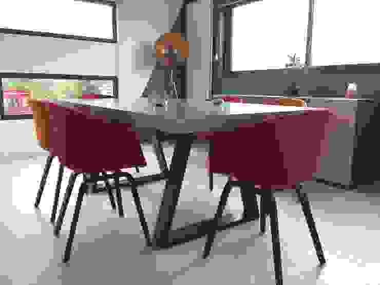 Décoration d'un salon/salle à manger béton et graphisme ! Salle à manger moderne par ATDECO Moderne Bois Effet bois