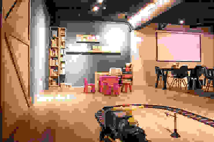BRAVO INTERIOR DESIGN & DECO    COZY STYLE: 現代  by 璞碩室內裝修設計工程有限公司, 現代風 實木 Multicolored