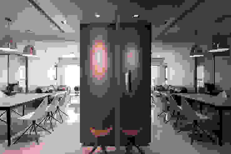 現代北歐 與 純淨人文的相遇   BRAVO INTERIOR DESIGN & DECO 現代風玄關、走廊與階梯 根據 璞碩室內裝修設計工程有限公司 現代風