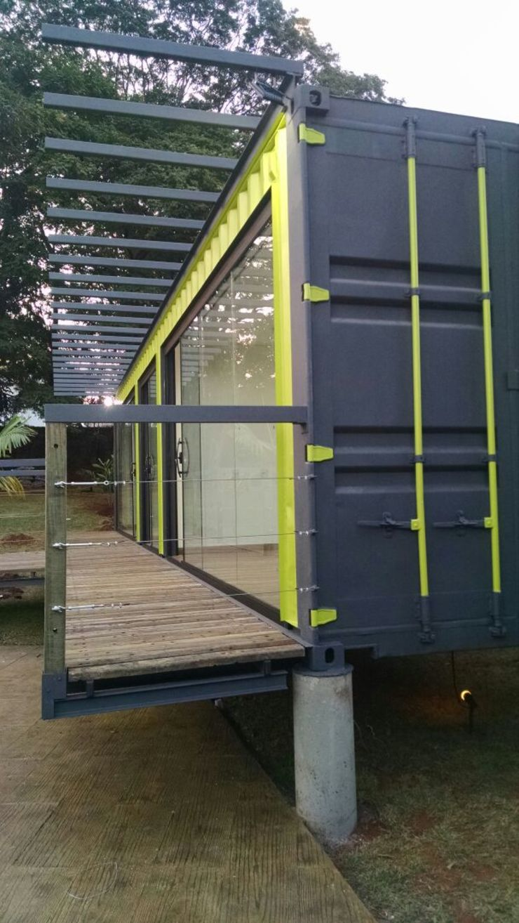 Modern schools by RENOVE - CASAS CONTAINER Modern Iron/Steel