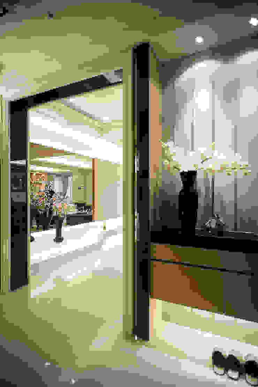 BRAVO INTERIOR DESIGN & DECO KUAN STYLE 現代風玄關、走廊與階梯 根據 璞碩室內裝修設計工程有限公司 現代風