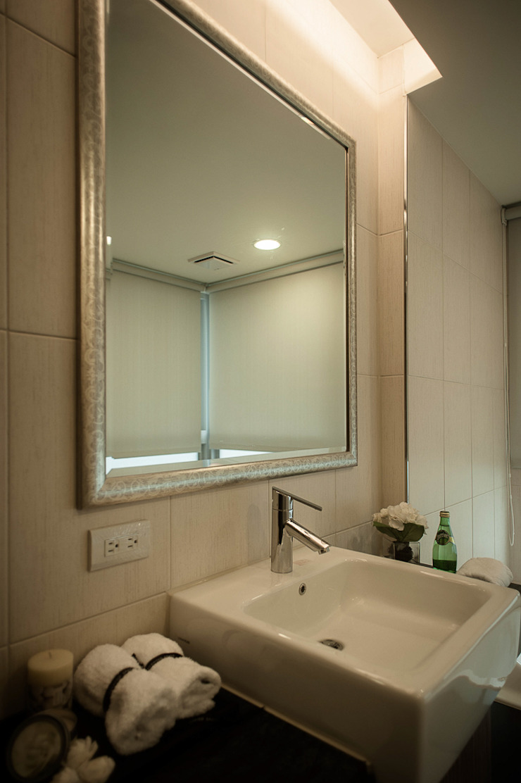 BRAVO INTERIOR DESIGN & DECO KUAN STYLE 現代浴室設計點子、靈感&圖片 根據 璞碩室內裝修設計工程有限公司 現代風