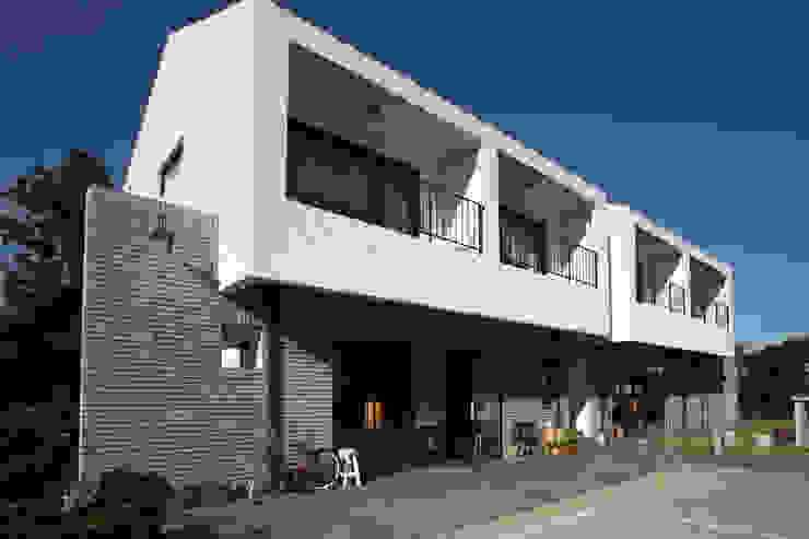 아키제주 건축사사무소 Casas modernas