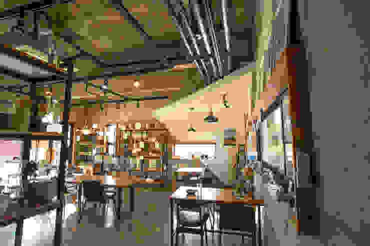 아키제주 건축사사무소 Salas de jantar modernas