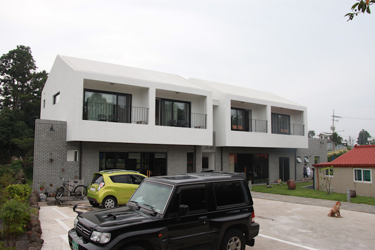 아키제주 건축사사무소 Garagens e arrecadações modernas