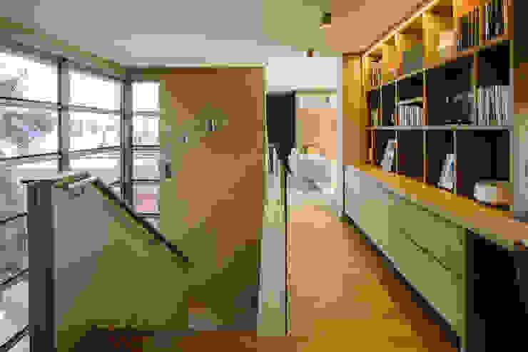 Modern corridor, hallway & stairs by www.mezzanineinteriors.co.za Modern