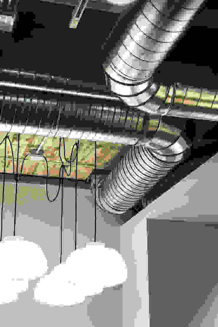 de estilo industrial por Iglesias-Hamelin Arquitectos c.b., Industrial