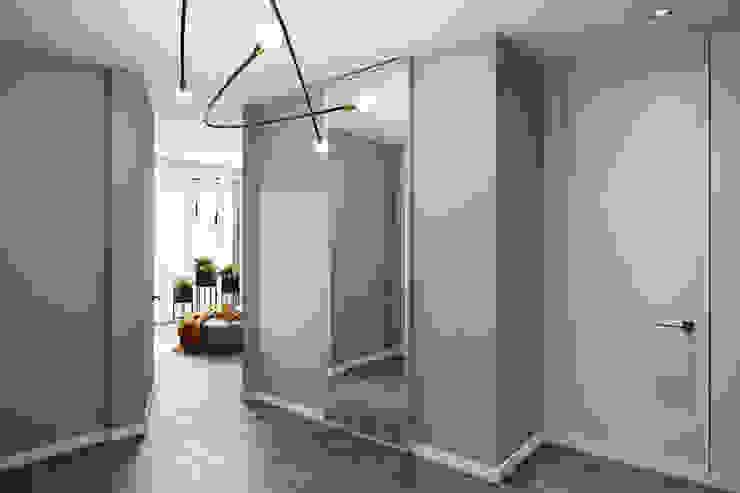 СВЕТЛАНА АГАПОВА ДИЗАЙН ИНТЕРЬЕРА Pasillos, vestíbulos y escaleras de estilo minimalista Gris