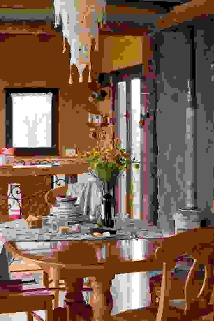 Casa Claudia Carboni Cocinas rústicas de Susana Bellotti Arquitectos Rústico